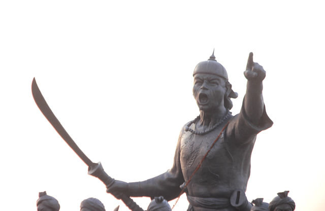 guwahati_brahmaputra view_rachit borphukan statue
