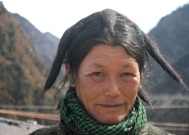 sela pass_monpa woman