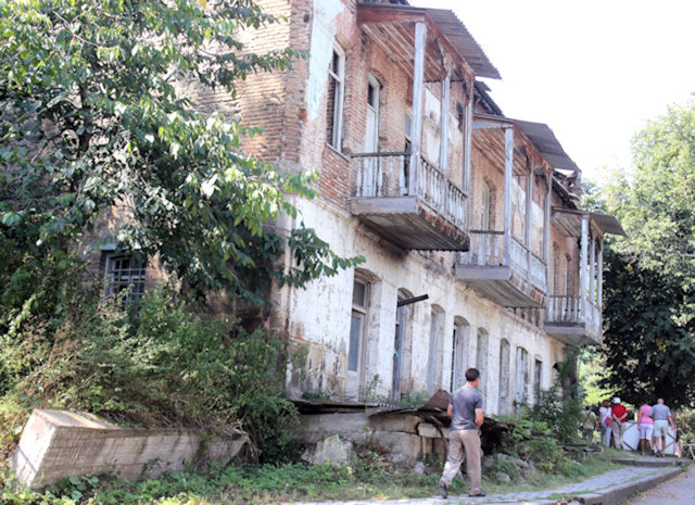 dilijan_street scene