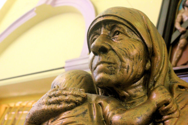 holy rosary cathedral_mother teresa statue