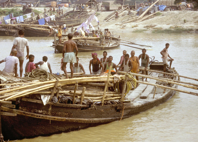 hoogly river_boatmen