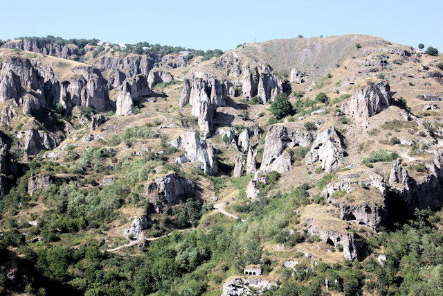 khndzoresk_old khndzoresk cave city