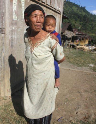 ligu_tagin woman and child