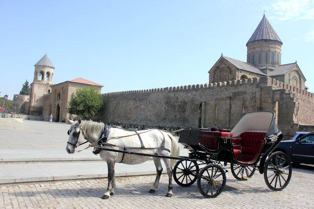mtskheta_horse carriage and svetitskhoveli cathedral