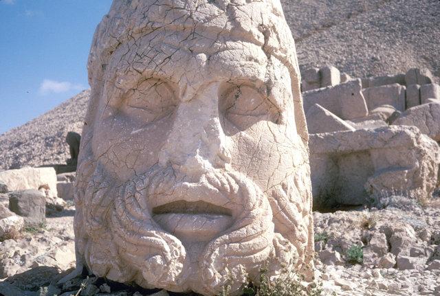 nemrut dag_stone head