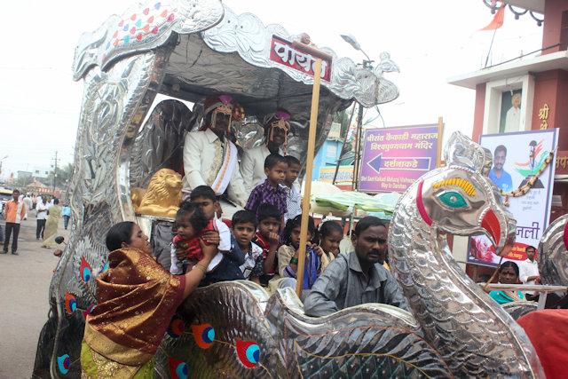 pandharpur_wedding procession