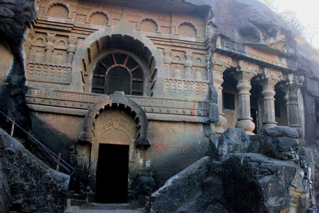 pandu lena_buddhist caves