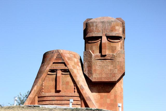 stepanakert_papik tatik statue