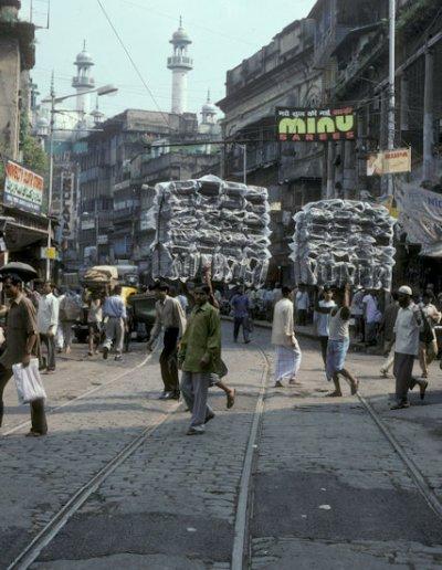 street scene near nakhoda masjid_2