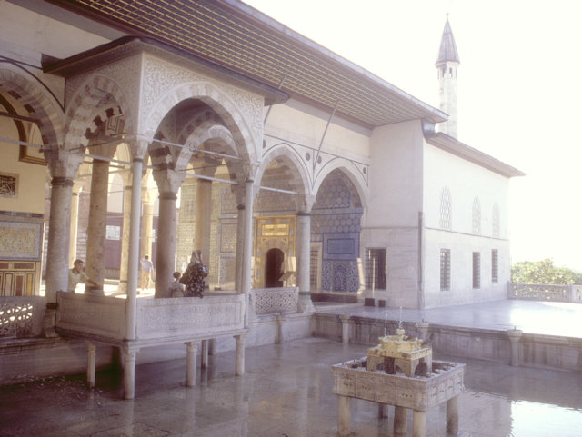 topkapi palace_circumcision pavilion and pavilion of the holy mantle
