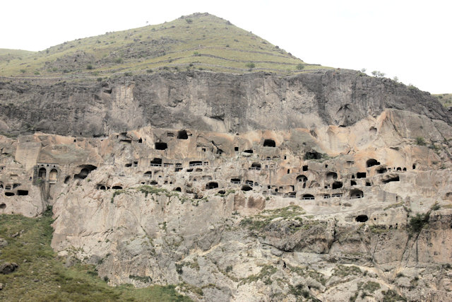 vardzia_cave city