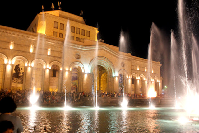 yerevan_republic square_state museum of armenian history and fountains