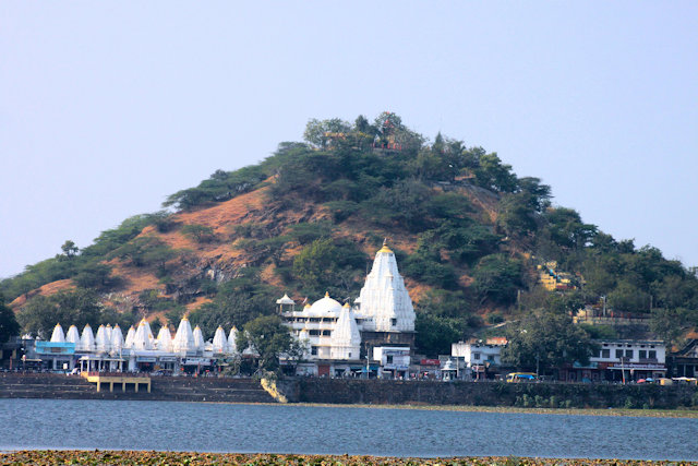 dungarpur_lakeside temple