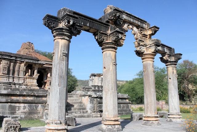 nagda_sas bahu temples_4