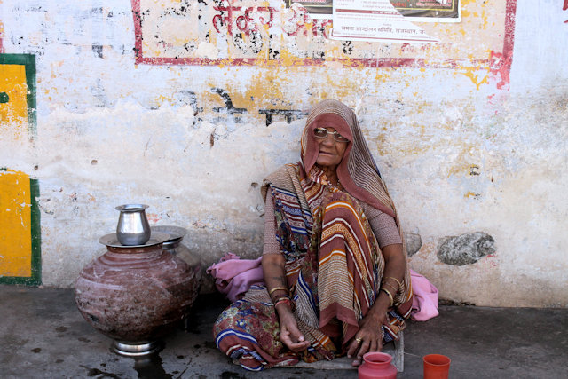nathdwara_elderly woman