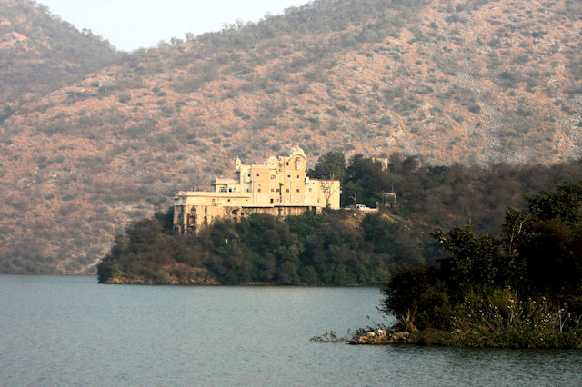 siliserh_lake and water palace