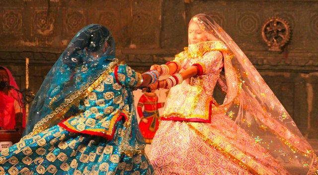 udaipur_bagore ki haveli_dancers (2)