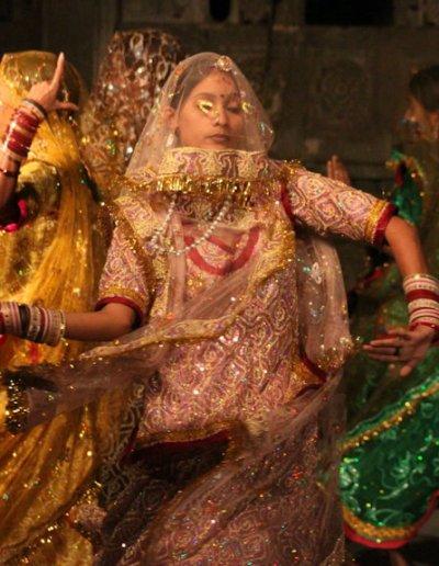 udaipur_bagore ki haveli_dancers