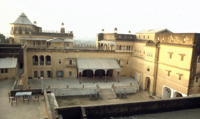 dunlod_palace_courtyard