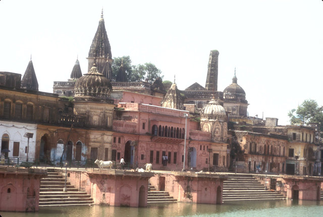 ayodhya_bathing ghat with hindu temples