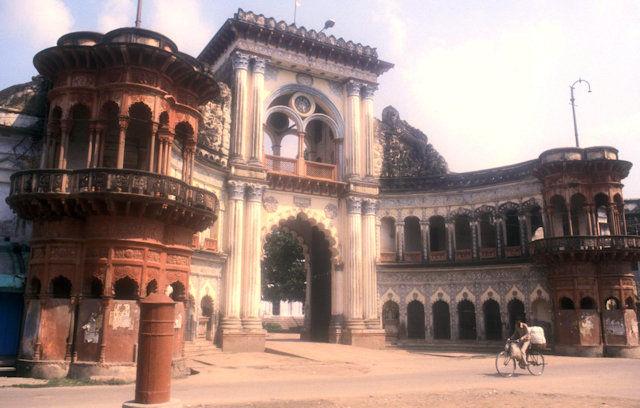 ayodhya_raj sadan_gateway