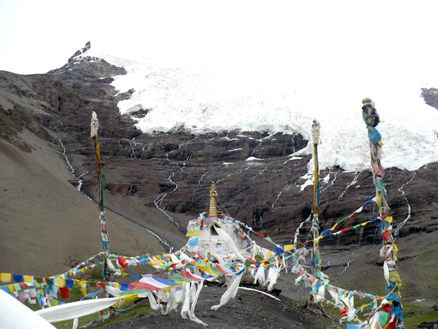 karo la pass_stupa and glacier