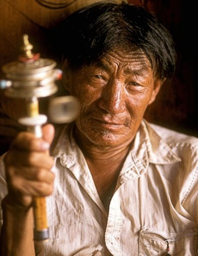 lhasa_buddhist devotee