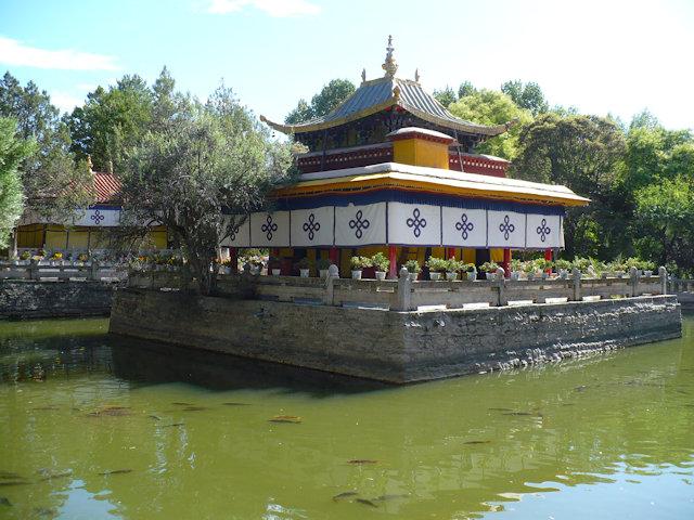 lhasa_norbulingka_lake pavilion