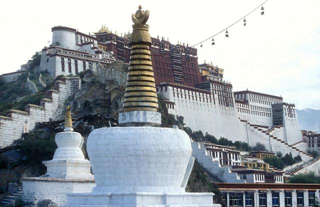 lhasa_potala palace and stupas