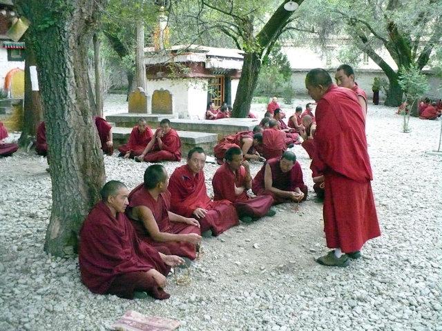 lhasa_sera monastery_monks debating
