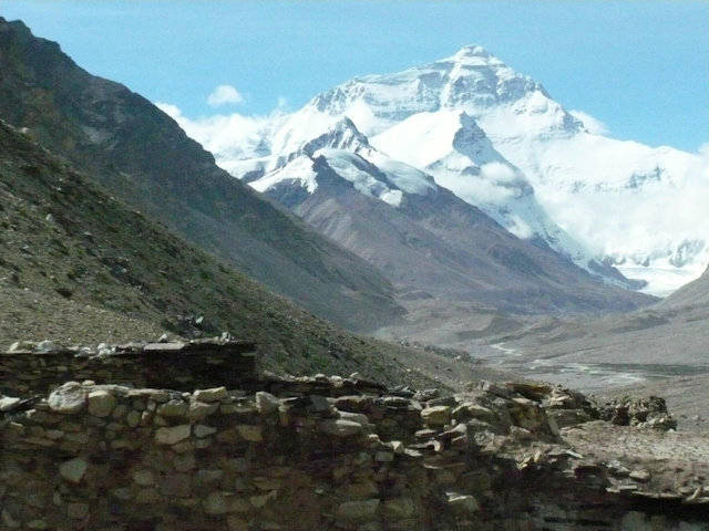 rongbuk_mt everest and monastery ruin