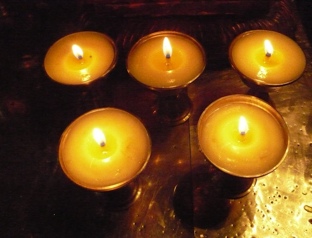 tsedang_yumbulakhang castle_votive candles
