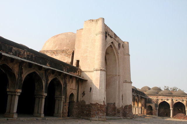 begumpur mosque