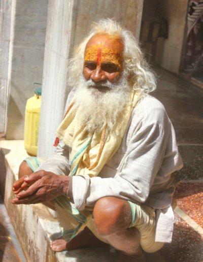 govardhan_hindu devotee