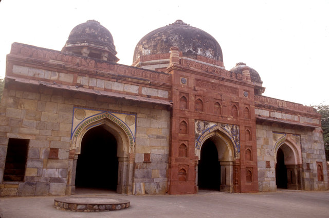 isa khan mosque