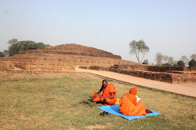 kapilavastu (piprahwa)_stupa and buddhist devotees