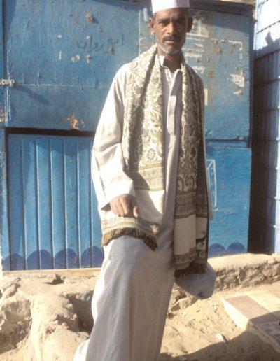 aswan_fatimid cemetery_visitor