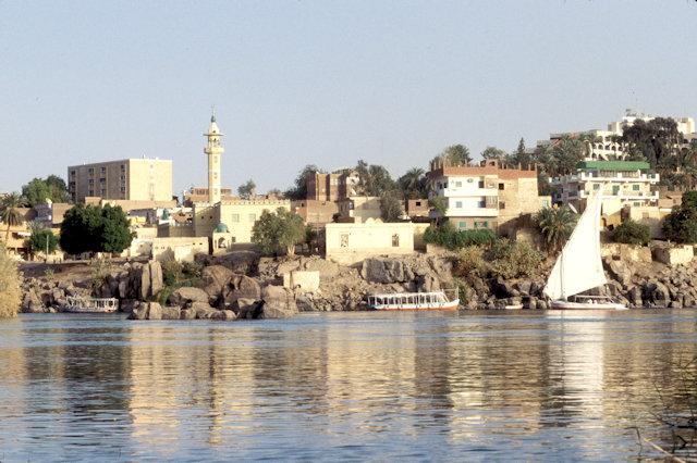 aswan_nile shoreline