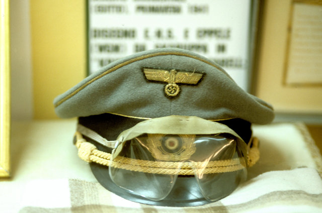 el alamein_war museum_rommel's hat and goggles