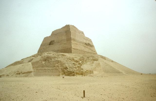 fayoum_pyramid of meidum