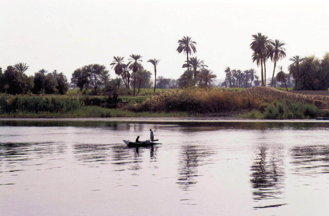 nile_fishing boat