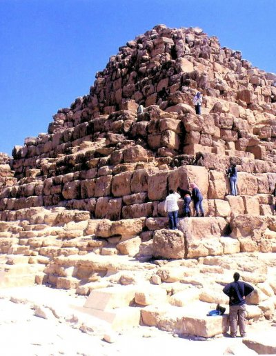 pyramid of cheops_queens' pyramids