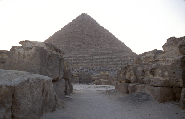 pyramid of mycerinus_2