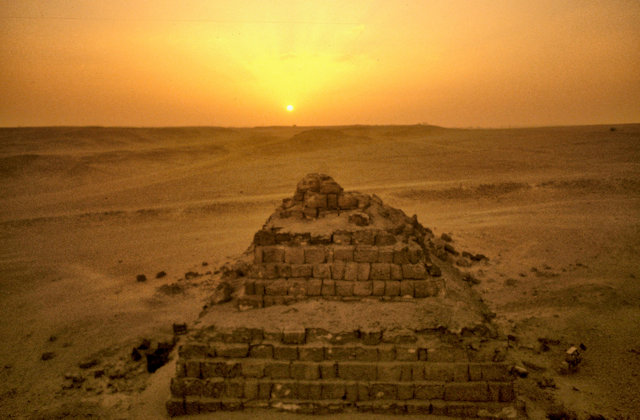 pyramid of mycerinus_queen's pyramid at sunset