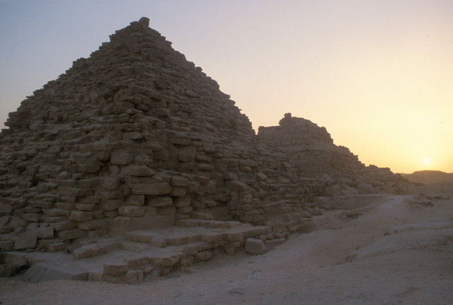 pyramid of mycerinus_queens' pyramids at sunset