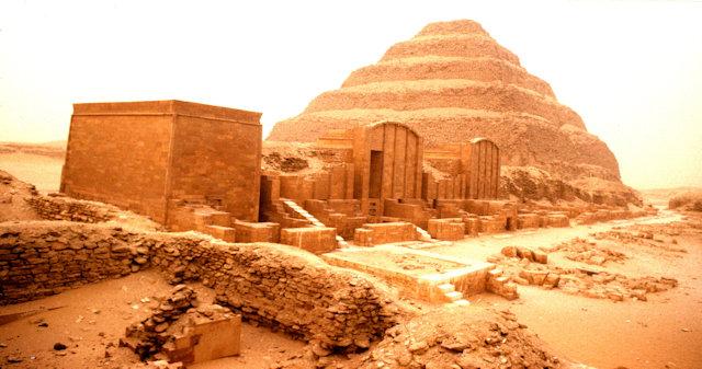 saqqara_step pyramid of zoser and jubilee court