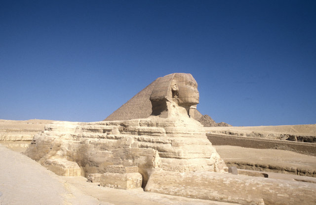sphinx and pyramid of cheops_2