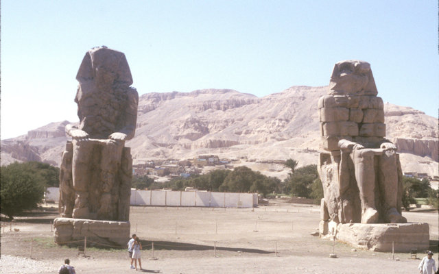 thebes_colossi of memnon