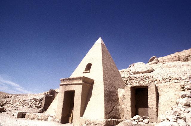 thebes_deir al-medina_worker's tomb