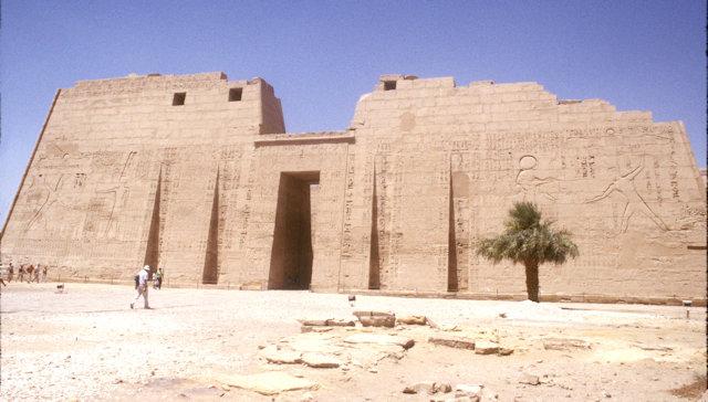 thebes_medinat habu temple_3